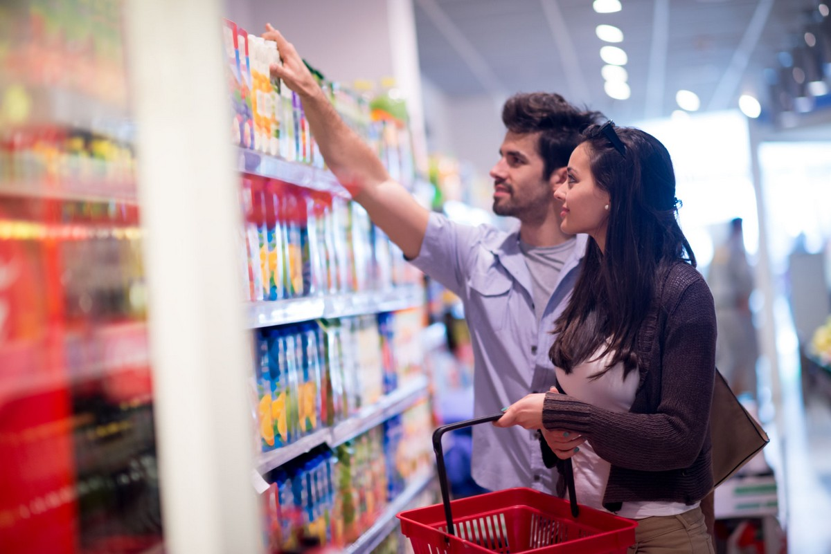 Kobieta i mężczyzna na zakupach